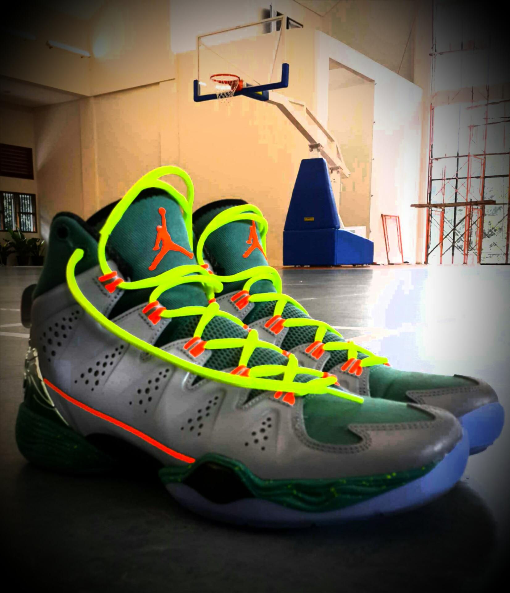sepatu basket adidas keren
